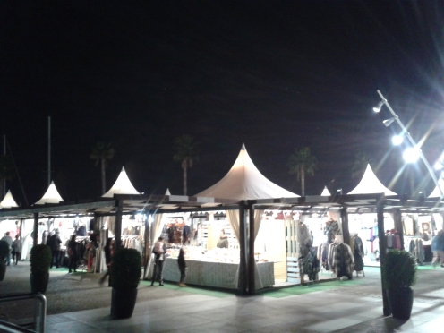Markt direkt am Hafen