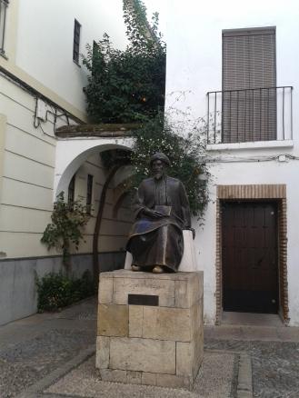 Statue zu Ehren des jüdischen Weisen Maimónides