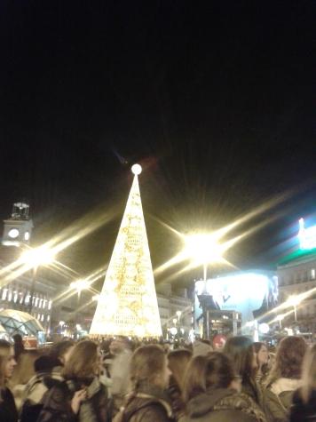 Mein letztes Foto von Madrid, der Puerts del Sol, nachts an einem Freitag