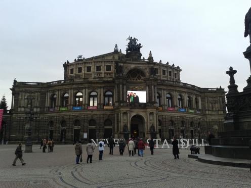Die Oper distanziert sich offiziell von Pegida: Für ein weltoffenes Dresden.